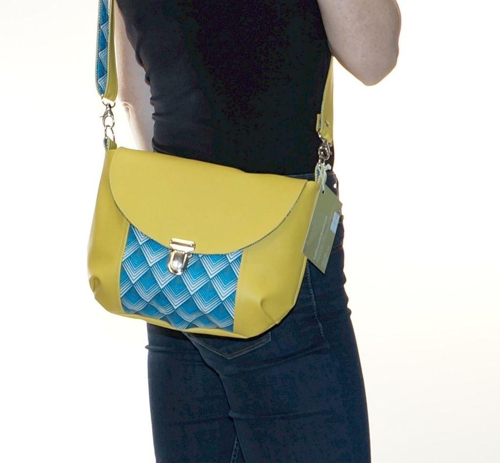 Petit sac à bandoulière bi-colore jaune et bleu, fermeture cartable, leger et partique, création Les Filles s'embobinent