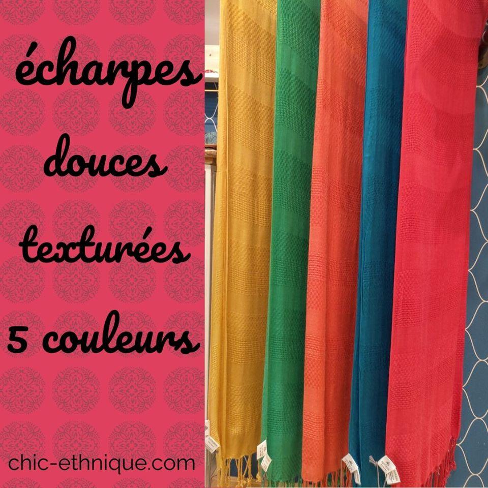 Des foulards plus simples pour celles qui ont déjà plein d'imprimés